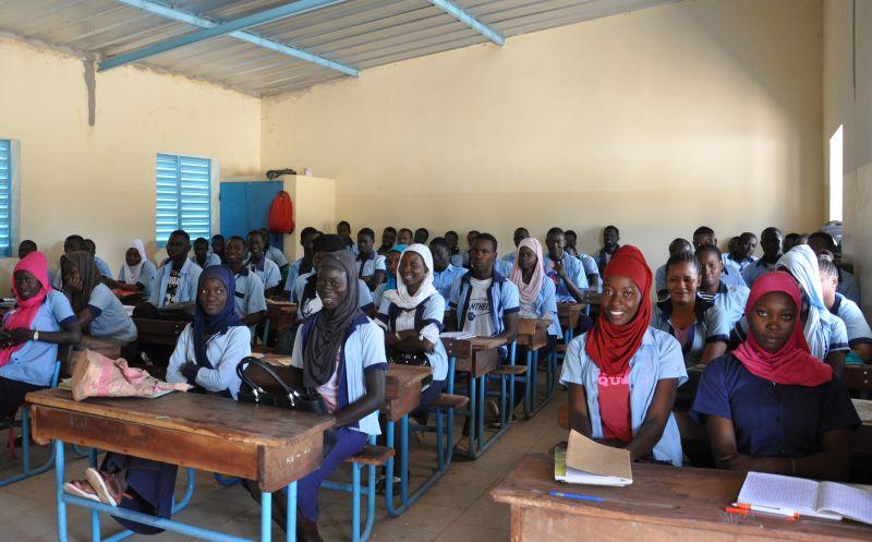 Mejora del acceso a la Educación Media y Secundaria en condiciones igualitarias en Sindián y Djinaky, Departamento de Bignona, Senegal